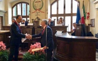 Il Presidente Cosimo Durante riceve il diploma di  Accademico Aggregato dei Georgofili